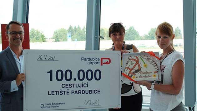 Stotisícím cestujícím roku 2018, který letos prošel branami pardubického letiště, je Zuzana Jindrová z Trutnova.