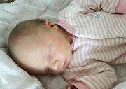 VALERIE KUBÁŠKOVÁ se narodila 13. března ve 20 hodin a 38 minut. Měřila 49 centimetrů a vážila 3040 gramů. Rodiče Martina a Radek bydlí v Holicích.