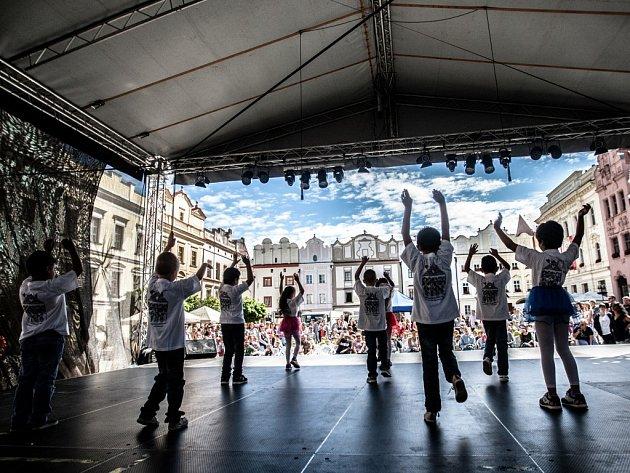 Na festivalu Zrcadlo umění se ve čtvrtek předvedly i děti ze Speciální mateřské, základní a praktické školy Do Nového.
