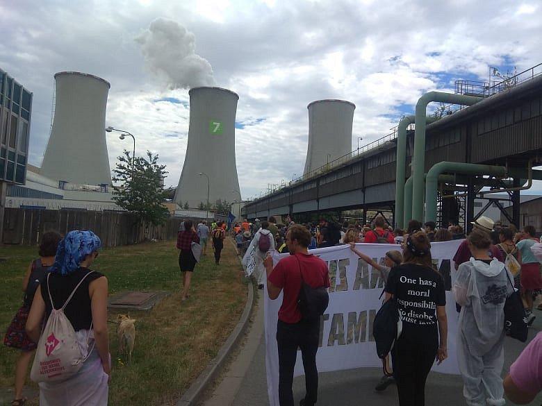 Protestující dorazili až k elektrárně ve Chvaleticích