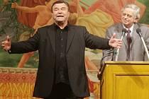 Patronem pardubického představení Liška v Kurníku se stal Václav Postránecký