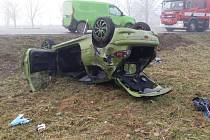 Dopravní nehoda skončila převráceným autem