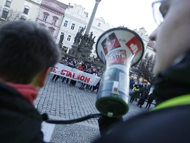 Pochod za Letní stadion Pardubicemi