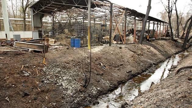 Následky požáru v semtínské firmě Rekla