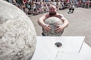 Kuličky pro velký chlapy. Atlasovy kameny. Dokonalé hladké koule a váží od 110 do 180 kilo.