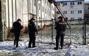 Razie cizinecké policie a inspektorátu práce v sanatoricích v Holicích a na Seči. Policie po nich vyhostí 21 pečovatelek a 1 pečovatele z Ukrajiny bez pracovních povolení.