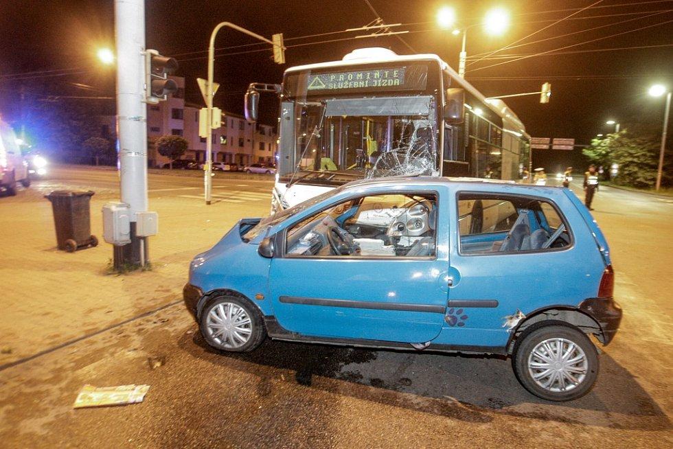 Vážná nehoda v Pardubicích na křižovatce ulic Na Drážce a Dašická si vyžádala tři zraněné.