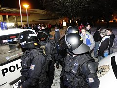 Pardubice hostily Kometu Brno. Poslední domácí zápas roku 2014 byl opět pod policejním dozorem.