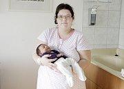 JAROSLAV HRDLIČKA se narodil  první únorový den v 7:52. Vážil 4210 gramů a měřil 52 centimetrů. Na malého Jardu a  maminku Kateřinu čeká doma v  Řestokách kromě tatínka Jaromíra, který byl i u porodu, také dvouletá sestřička Jindřiška.