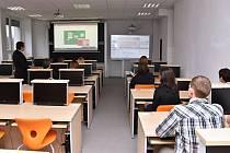 Studenti pardubického Gymnázia Mozartova mají k dispozici nové interaktivní učebny, které patří k nejmodernějším v republice.
