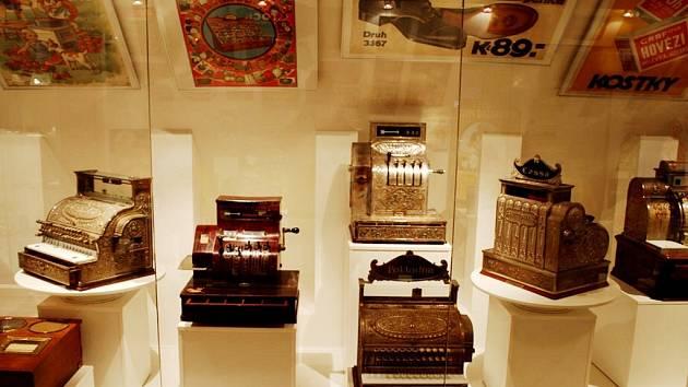 Vystavené registrační pokladny v moravskotřebovském muzeu
