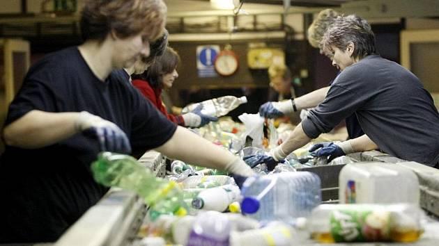 Společnost Transform v Lázních Bohdanči se zabývá zpracováním - recyklací plastových odpadů z komunálních i průmyslových zdrojů.