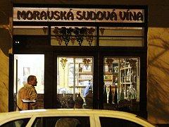Mrtvou ženu nalezli ve vinotéce v Jungmanově ulici