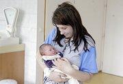 NATÁLIE SAMKOVÁ se narodila 3. května v 11 hodin a 10 minut. Měřila 46 centimetrů a vážila 2750 gramů. Maminku Janu u porodu podpořil tatínek Lukáš a bydlí v Pardubicích.