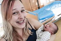 Sebastian Král se narodil 23. prosince v 12:32 hodin. Měřil 43 centimetrů a vážil 2100 gramů. Maminku Martinu u porodu podporoval tatínek Miroslav a doma budou v Řepnících.