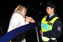 Dopravně-bezpečnostní akce na Pardubicku v noci z pátka na sobotu se účastnily více jak dvě desítky policistů