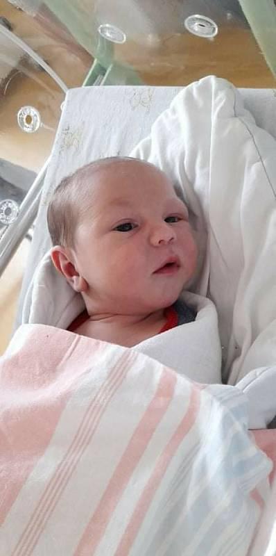 Filípek Zezula se narodil 3. 3. 2021 v 20:50 hodin. Vážil 3640 g a měřil 52 cm. Velikou radost udělal mamince Renatě a tatínkovi Zdeňkovi. Doma v Brčekolech se na něj těšili sourozenci Anetka (9 let) a Tomášek (7 let).