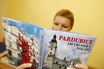 Novou fotografickou publikaci Pardubice – metropole Polabí vydalo nakladatelství Helios