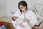 MATOUŠ POLOVINČÁK se narodil 13. června v 9 hodin a 18 minut, vážil 4070 gramů. Maminku Helenu u porodu podpořil tatínek Martin a bydlí v Němčicích.