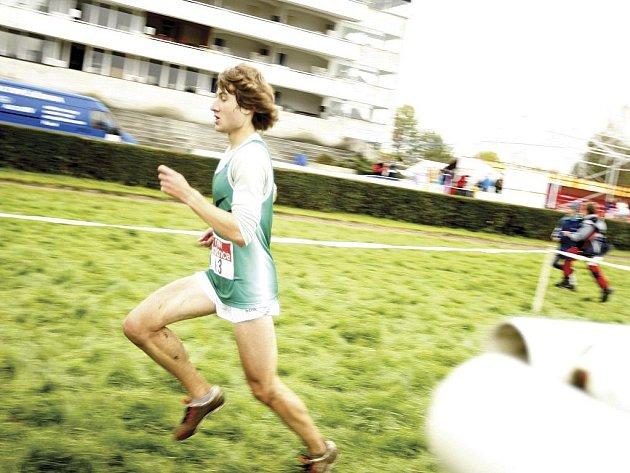 První muž v cíli Velké pardubická cross country - Kamil Krunka z SK Nové Město nad Metují v čase 35:15 min.