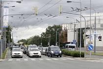 MASARYKOVO NÁMĚSTÍ v Pardubicích bylo naposledy modernizováno v roce 2004. Letos přijde na řadu jen úsek Hradecké ulice od Wonkova mostu ke křižovatce se Sukovou třídou. Samotné náměstí se oprav dočká v další fázi.