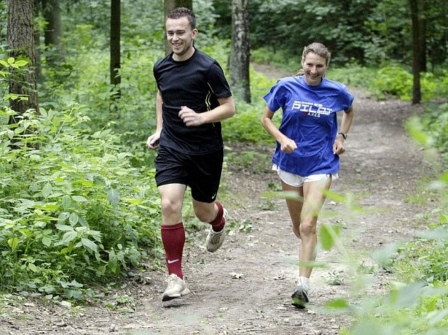 S atletkou AC Pardubice Martou Fenclovou vyrazil redaktor Pavel Ryšavý na trénink.