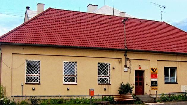 Budova se sídlem České pošty v obci Vápno