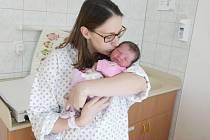 ESTER JENÍČKOVÁ se narodila 27. 2. v 9 hodin a 50 minut. Maminku Petru a tatínka Petra z Pardubic, který byl u porodu přítomen, potěšila dcera mírami 2760 gramů a 48 cm. Doma na Ester čeká čtyřletá Miriam a sedmiletý Jakub.