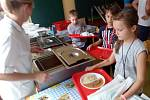 Na ZŠ Dubina rekonstruují jídelnu. Žáci tak obědvají v provizorních podmínkách.
