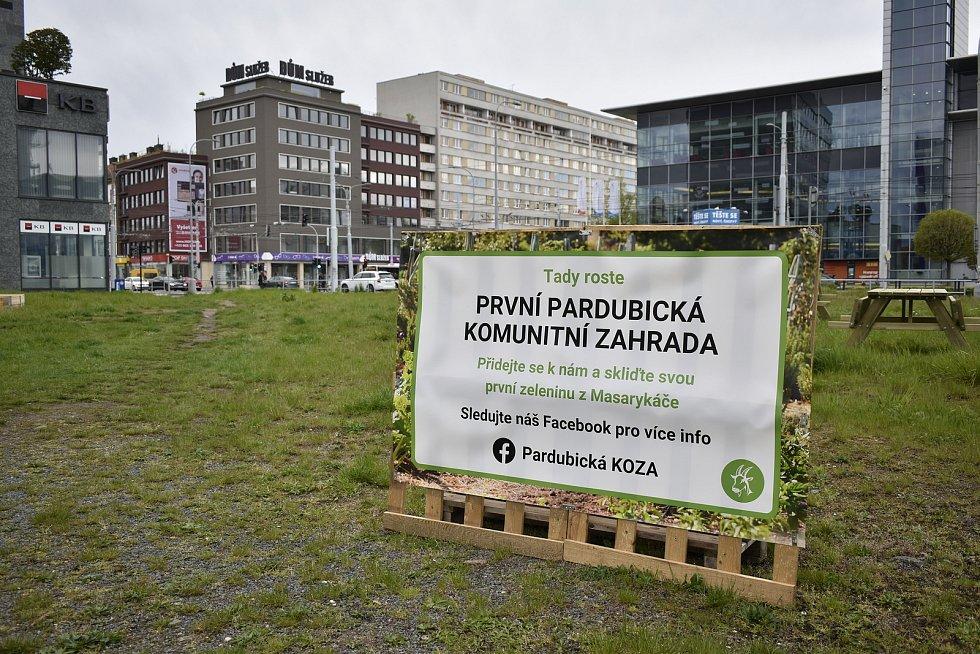 Pardubice mají první komunitní zahradu. Vybudoval ji spolek Pardubická KOZA.