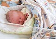 VOJTĚCH CHALOUPKA se narodil 4. října přesně ve 4 hodiny ráno. Měřil 49 centimetrů a vážil 3570 gramů. Maminku Janu podpořil u porodu tatínek Jan. Doma v Pardubicích na nového sourozence čeká dvouapůlletý Vilém.