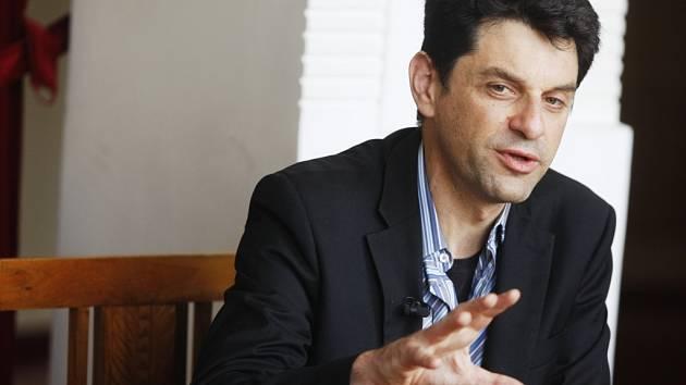 Režisérem představení Operace Romeo je umělecký šéf Théatre de l´Imprévu Éric Cénat.
