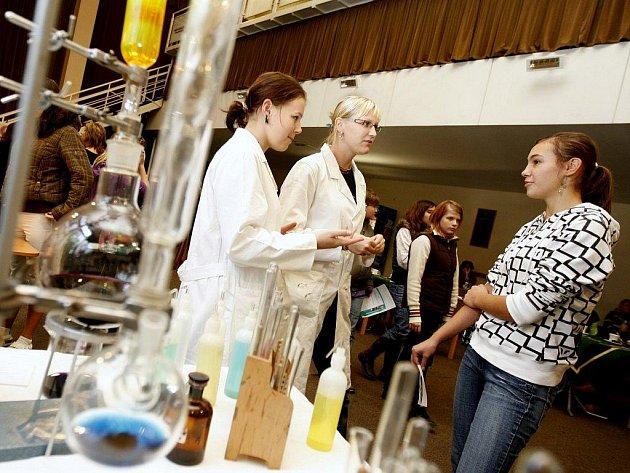 Sedmnáctý ročník východočeské výstavy škol a vzdělávání Schola Bohemia 2009 se uskutečnil v pardubickém Ideonu.
