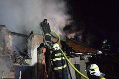 Noční požár udírny v Bukovce.