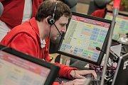 Operátoři linky 155 odbaví mezi půlnocí a čtvrtou hodinou ráno 36 hovorů.