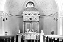 Interiér synagogy, která později ustoupila panelové výstavbě.