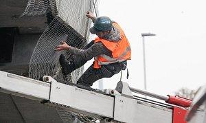 Začínají práce na chátrajícím mostě u nemocnice