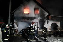 Požár autodílny v Bělečku