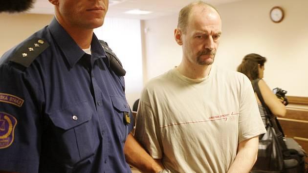 """Jiří Mlíka, """"muž v červené bundě"""", je viněn z vraždy v Moravanech"""