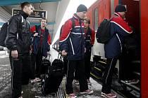 Česká futsalová reprezentace vyrazila na evropský šampionát v Maďarsku vlakem. A také s téměř dvouhodinovým zpožděním.