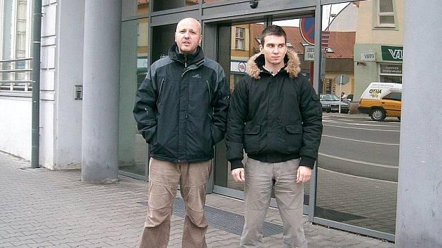 Martin Cíl (vlevo) a Filip Holanec chytili zloděje, kteří okradli starší ženu.