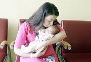 NIKOLA VALOUCHOVÁ se narodila  10. března ve 4 hodiny a 15 minut. Vážila 2920 gramů a měřila 45 centimetrů. Rodiče Kateřina a Patrik bydlí v Pardubicích a malá Nikola je jejich prvorozené dítě.