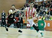 1. čtvrtfinále BK JIP Pardubice - Destone Tuři Svitavy (92:74).