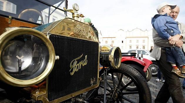 Historická vozidla obohatila závěr Městských slavností