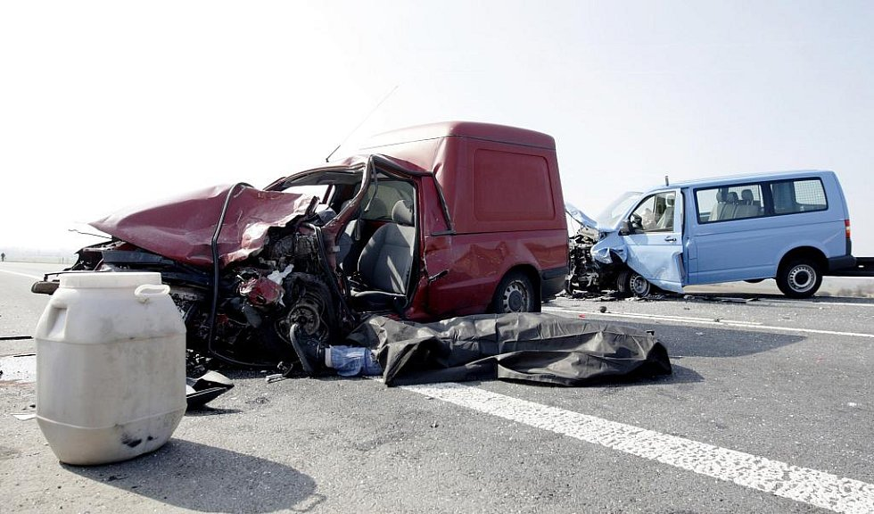 23. března 2010. Za riskantní předjíždění na holickém obchvatu zaplatil řidič vlastním životem.