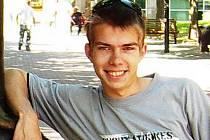 Devatenáctiletý student Jan Cafourek z Kutné Hory vyhrožoval, že ve škole všechny postřílí.