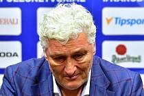 Miloš Říha při emotivním hodnocení MS v hokeji.