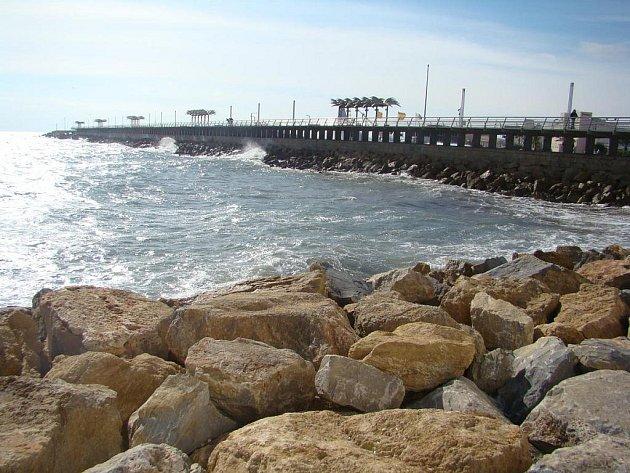 Španělské přístavní město Alicante leží na pobřeží Costa Blanca. Patří mezi nejrychleji se rozvíjející se centra turistického ruchu