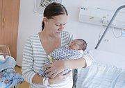 ELIŠKA MILLEROVÁ se narodila 31. října v 11 hodin a 48 minut. Měřila 46 centimetrů a vážila 2890 gramů. Maminku Barboru podpořil u porodu tatínek Vladimír. Doma v Pelechově na nového sourozence čeká čtyřletý Jakub.