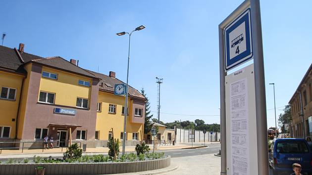 Slavnostní otevření Přestupního terminálu veřejné dopravy na Dukelském náměstí v Přelouči.